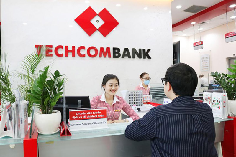 Techcombank cung cấp cả sản phẩm dịch vụ cho khách hàng doanh nghiệp và cá nhân